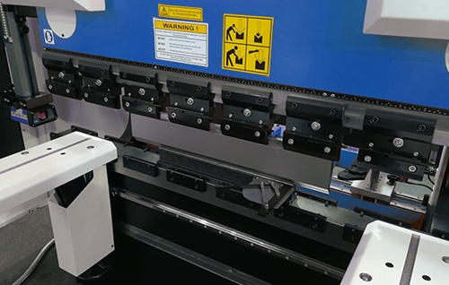 Support of press brake with bending tools